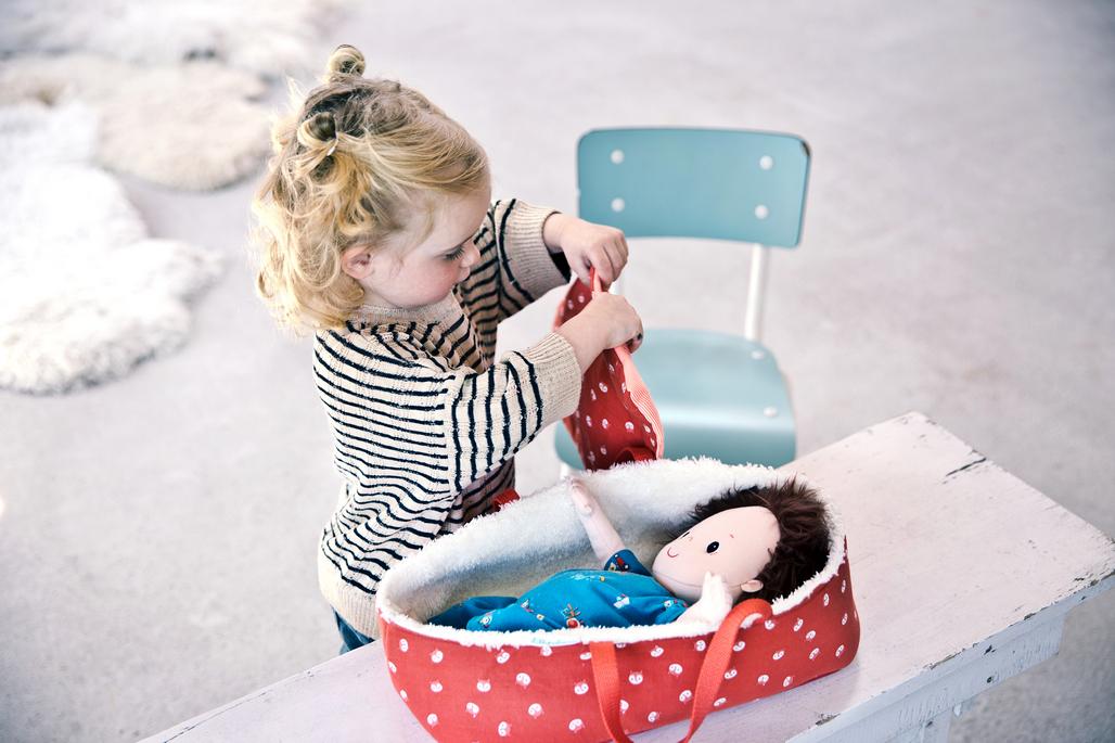 jugar a las muñecas